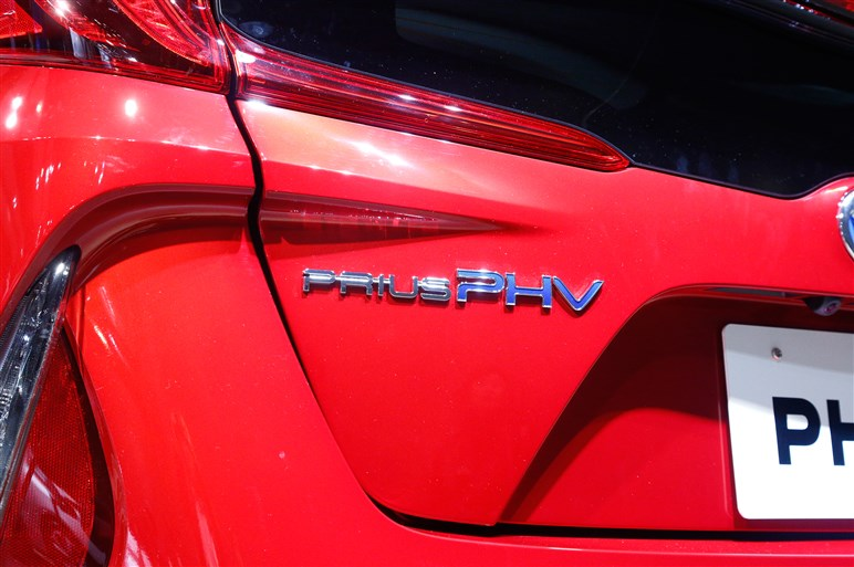 新型プリウスPHV発売。EV走行距離は68.2kmに大幅向上、価格は326万円から