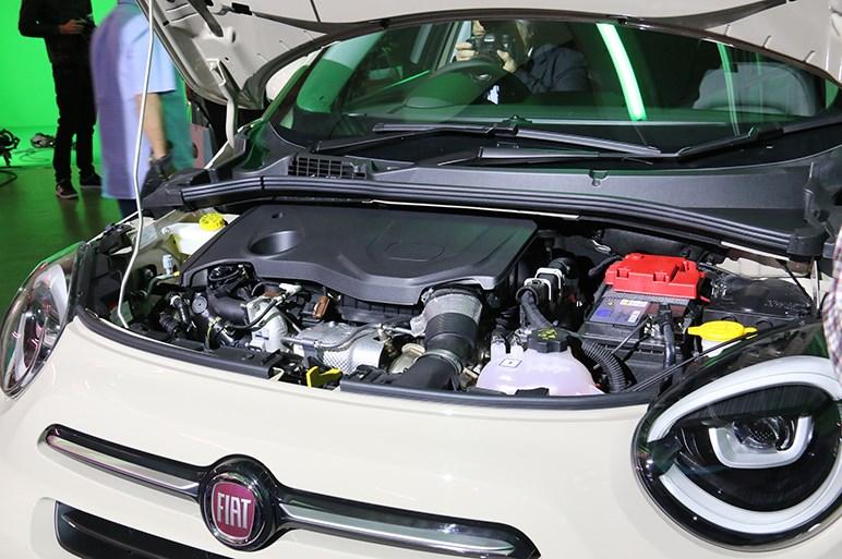 イタリアのコンパクトSUV・フィアット500Xが改良でクロスオーバーな見た目に。新エンジンも搭載