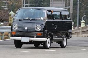 「50年前に登場した国産初の9人乗りキャブオーバー型ワゴン」乗用デリカのルーツは、この1台にある!【ManiaxCars】