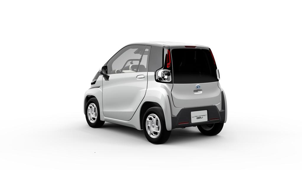 トヨタもピュアEVに本腰? 来年発売の「超小型EV」を発表