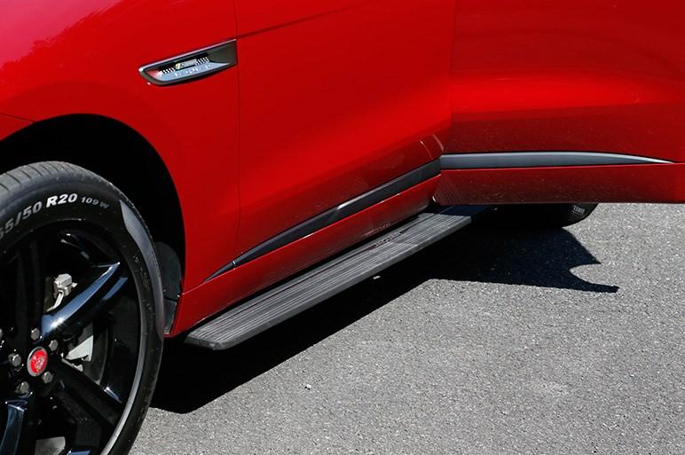 完成度高いジャガー初のSUV、F-PACE。ガソリンモデル推しの理由とは?