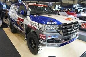 ダカールラリーで市販車部門6連勝中のランクル200も展示される - 東京オートサロン