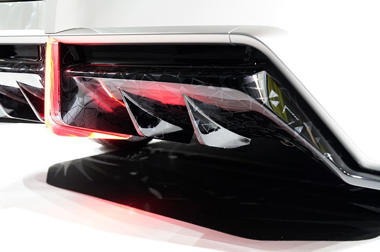 TRDとモデリスタがタッグを組んだ未来感あふれるプリウスPHVのコンセプト - 東京オートサロン