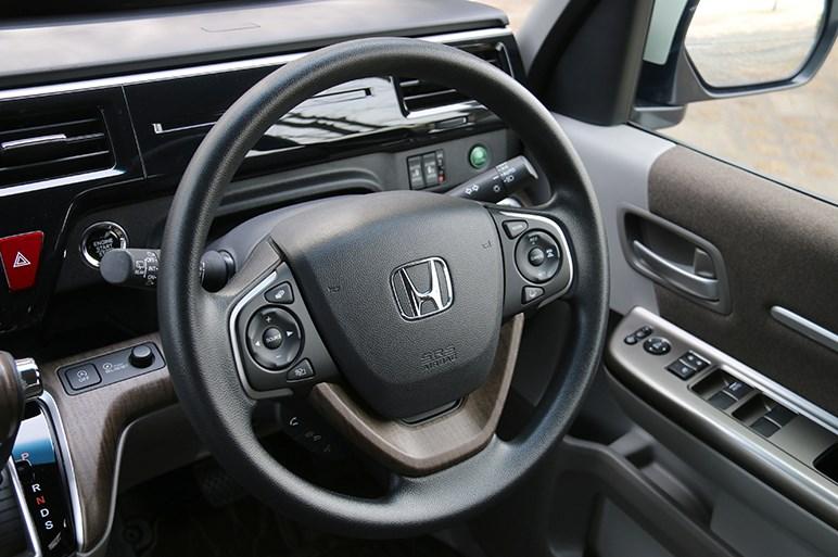 ステップワゴンは派手なミニバンがはびこる中で落ち着いたデザインと走りの良さが光る