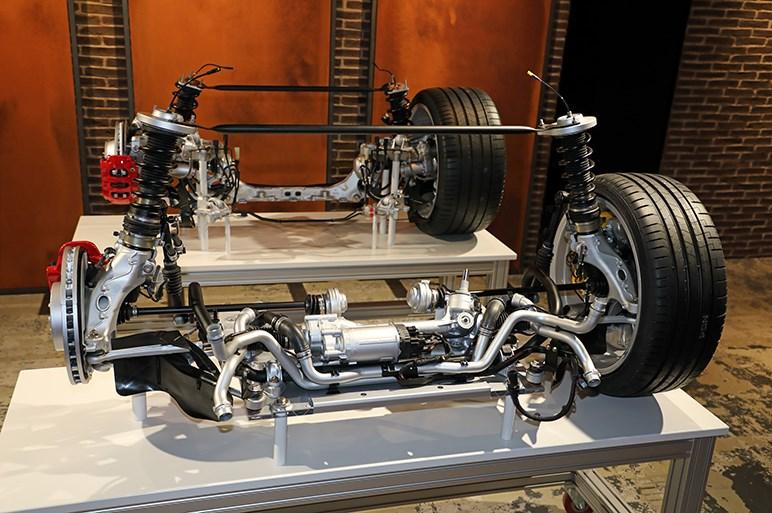二世代にわたるパッケージ革新を完成させた新型ポルシェ911。プラグインは次期型で登場予定