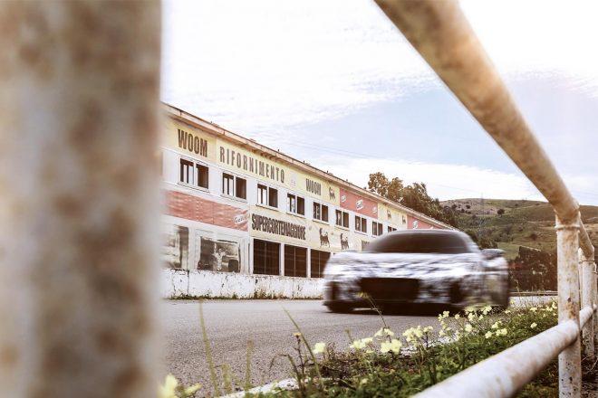 2020年9月発表予定のマセラティMC20がシチリアへ。伝説のタルガ・フローリオの舞台を走る