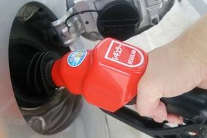 「いきなり…ガン!」 なぜ給油が自動ストップ? 無視して給油するとどうなる?