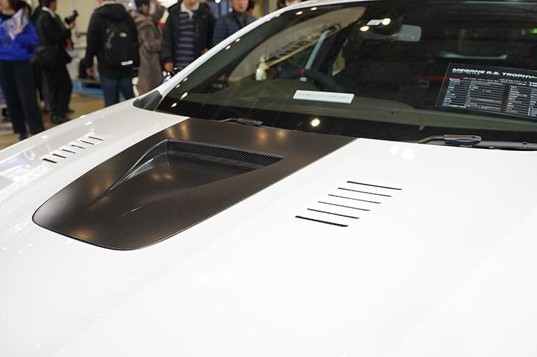 ニュルの量産FF車最速タイムを記録したルノー メガーヌ R.S. トロフィーRを初披露 - 東京オートサロン