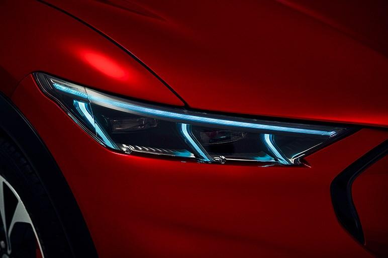 フォードのEV・マスタング マッハeは500万円後半~。高性能グレードは0-100=4秒