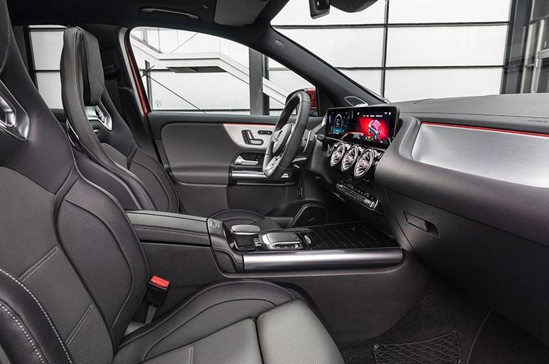 メルセデス、「外観、ユーティリティ、走り」と3拍子揃ったGLAの最上級モデル「GLA35」を本国で発表
