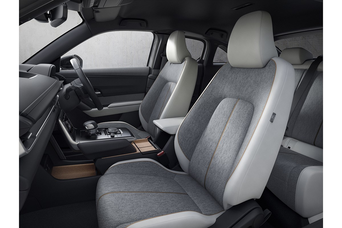 マツダの新型SUV「MX-30」は日本ではマイルドハイブリッドで今秋発売。EVは今年中にリースで販売