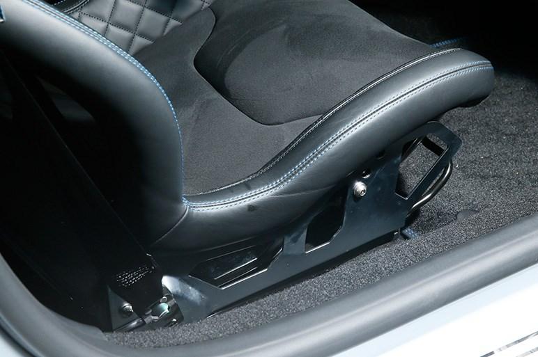 アルピーヌA110は低グリップの専用タイヤを履くドリフトマシーンだった