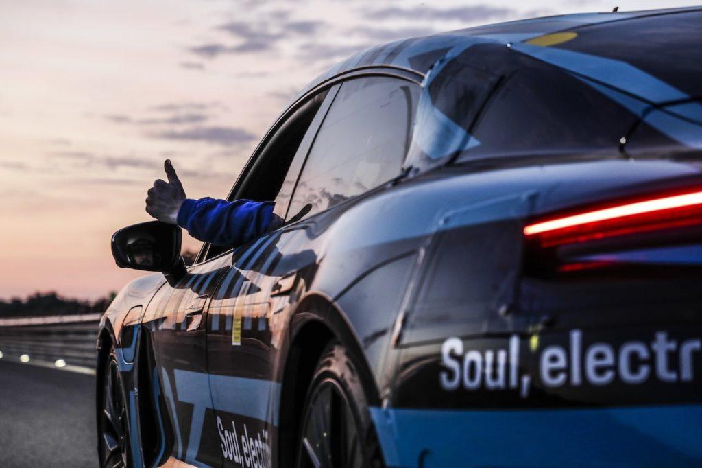 ポルシェ タイカンがナルドで耐久テストを実施! 24時間で3425kmを走破