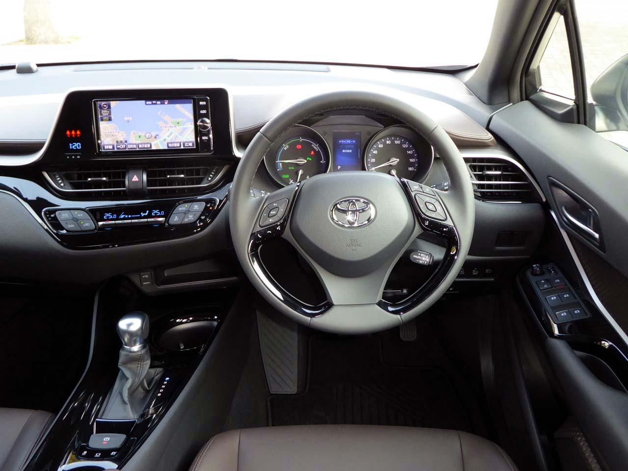 """""""買った理由はSUVに乗ってみたかったから""""駐車場の高さ1550mmに収まる、トヨタ C-HRは愛車としてベストだった"""