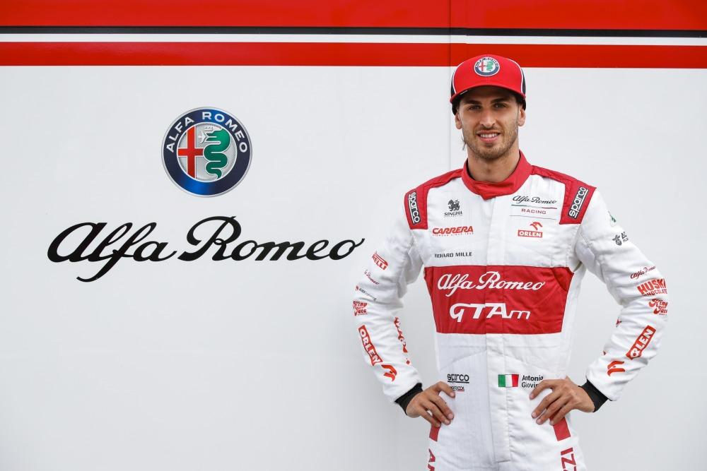 【ジュリアGTA/GTAm】F1 2020開幕戦 アルファ・ロメオ・レーシングのスーツに登場 ザウバーが空力を監修