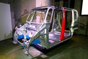 新車発表時には軽量化を謳うメーカー多数! 市販車にとって重さはデメリットでしかないのか