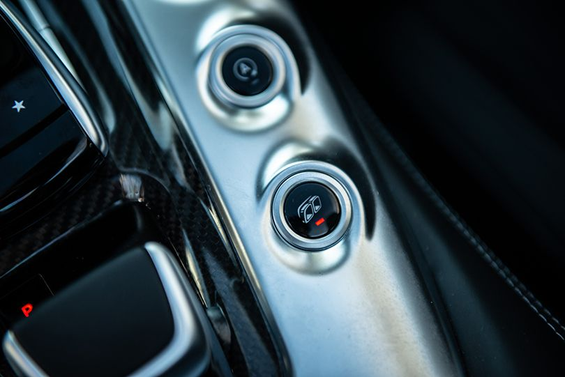 2500万円で味わうルイス・ハミルトン気分とは?──メルセデスAMG GT C ロードスター試乗記