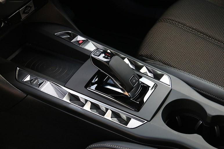 DS3クロスバックは個性的デザインと走り味でドイツ車にはないフランス流の世界を見せる