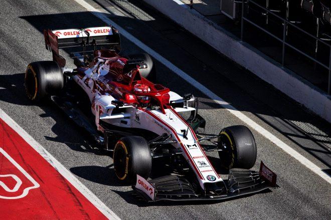 ライコネンが最速も今年初の赤旗もたらす。メルセデスが革新的ステアリングシステム『DAS』を投入/F1バルセロナテスト2日目
