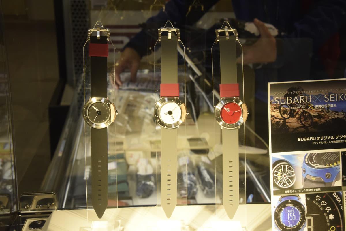 """「スバル」オリジナルグッズに新作! 象徴カラー""""ブルー""""が映えるウェアや""""ブレーキ""""イメージの時計に注目"""