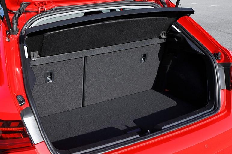 新型アウディ A1スポーツバックはスポーツクワトロ気分が楽しめる好バランスコンパクト