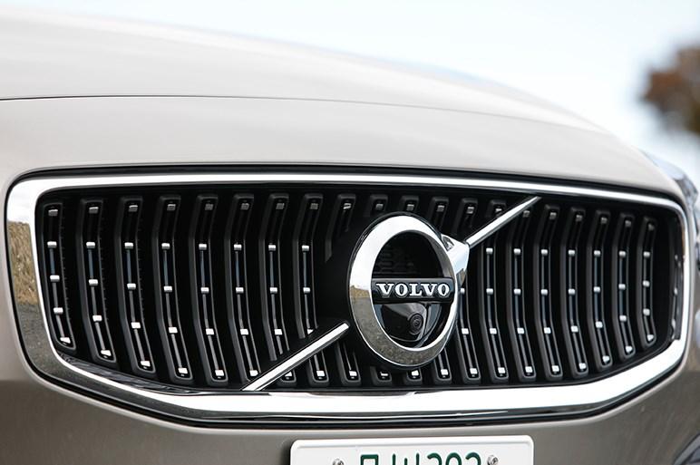 ボルボ V60 クロスカントリー試乗 真面目な遊びグルマは意外とスポーティなドライバーズカー