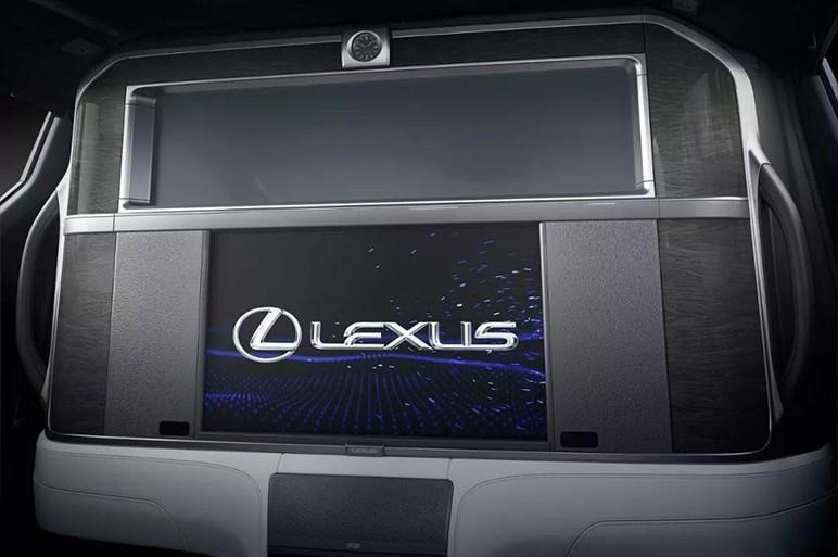 ついに出たレクサス初のミニバン「LM」に交錯する待ってました感とガッカリ感。日本発売予定は当面なし