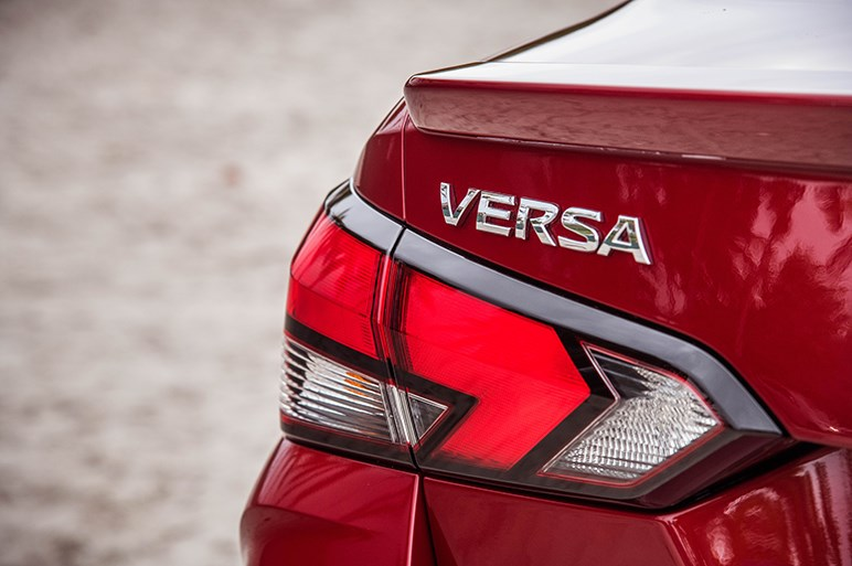 米日産、コンパクトセダンの新型ヴァーサを披露。入門セダンながらも数多くの先進技術を標準装備