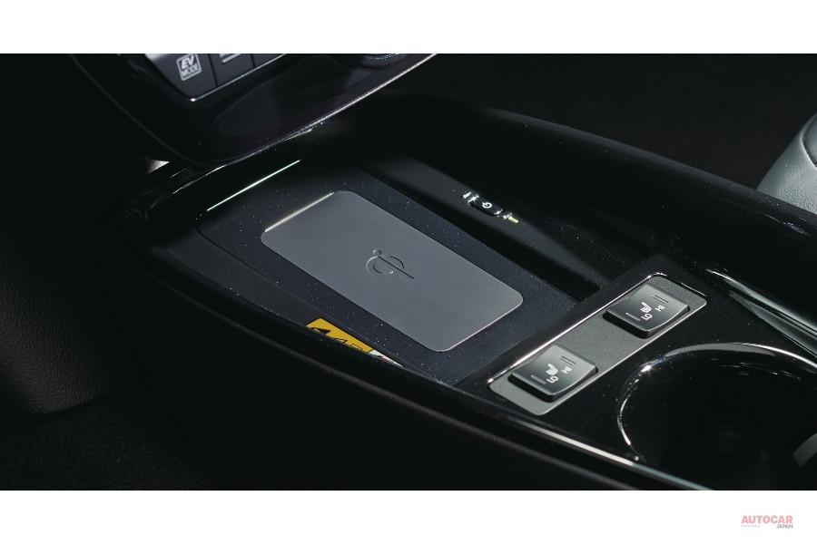 改良新型トヨタ・プリウス、日本発売 コネクティッドカーに 内装/価格は?