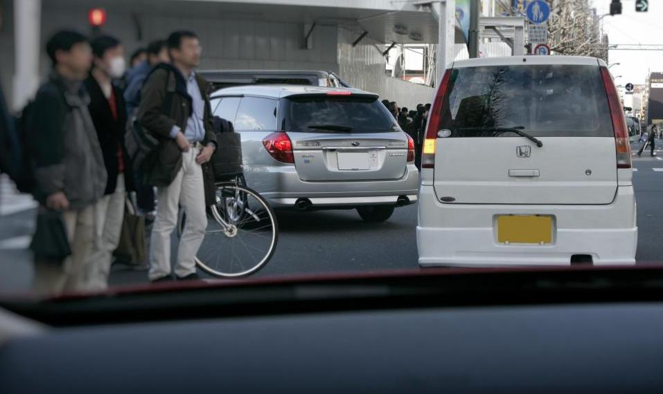 道交法違反も多い! 年中見かける危険・迷惑な運転マナー8選