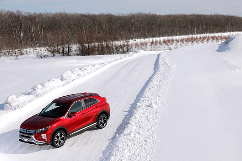 雪上でも安心して走れる三菱エクリプスクロスは4WDを積極的に選びたい