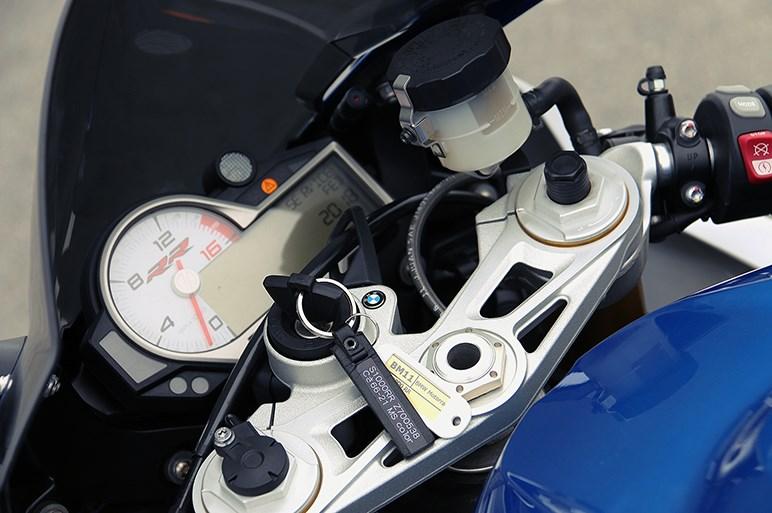 カンタンでラクに速いBMWのスーパースポーツ BMW S 1000 RR