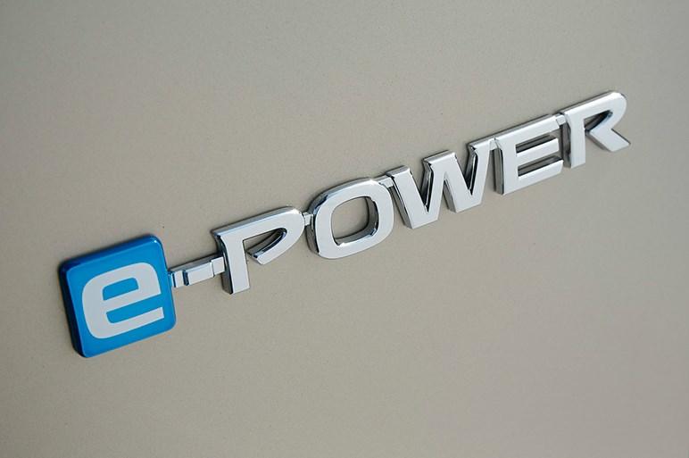 セレナ e-POWERは目からウロコレベルのデキ。ホンダi-MMDとの比較は?