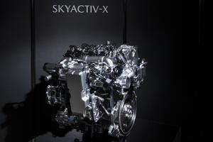 【同じ2Lガソリン車比較で67万円高!】高すぎるマツダ・スカイアクティブXはユーザーメリットがあるのか?