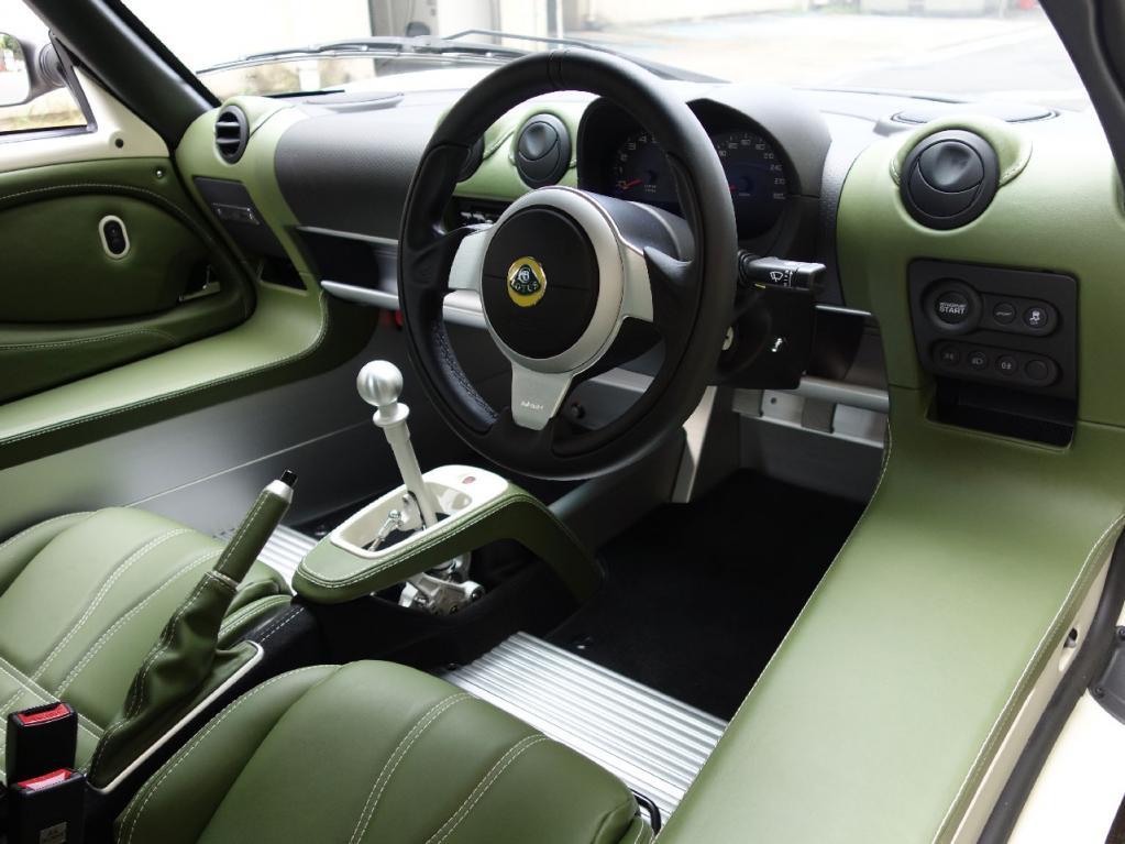 ロータス・エリーゼに30台の限定モデル「ヘリテージエディション」が登場。ボディストライプとインテリアレザーの組み合わせを3タイプ設定