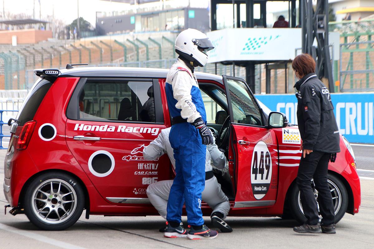 通勤に使えるオートマ軽自動車でF1と同じコースのレースに参戦してみた! 面白すぎるその中身とは