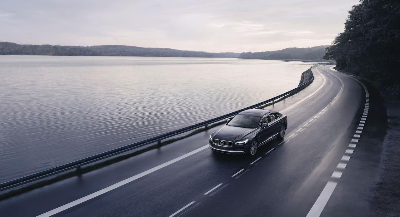 ボルボが全車に最高速度180km/h制限を課し、任意で速度制限を設定できるケア・キーを導入