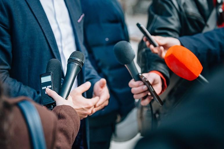 有名人の交通事故を熱心に報道するマスコミはクルマの存在をおとしめている?