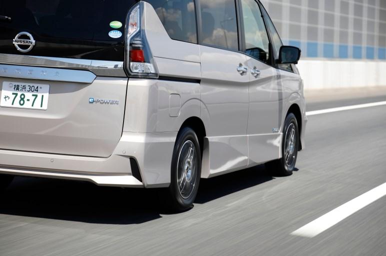 ダンロップのエナセーブ RV505はふらつきがちなミニバンの安心&快適性とロングライフを実現