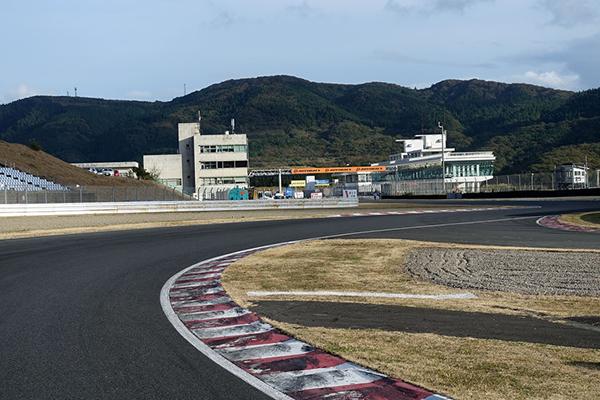 スバルBRZ GT300 15位に沈む ピックアップというレーシングアクシデントとは何か