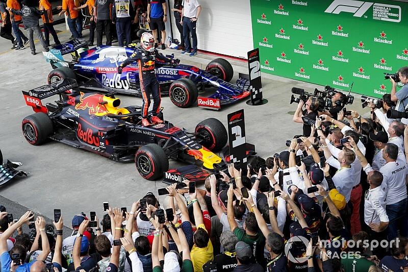 F1ブラジルGP決勝レポート:F1史に残る乱戦。レッドブル・ホンダのフェルスタッペン優勝、トロロッソ・ホンダのガスリー2位でホンダPU勢28年ぶりのワンツーフィニッシュ!