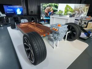 ゼネラルモーターズが配置を自由に選べる航続距離最大400マイル以上を実現したEV用新型バッテリー「アルティウム」を開発