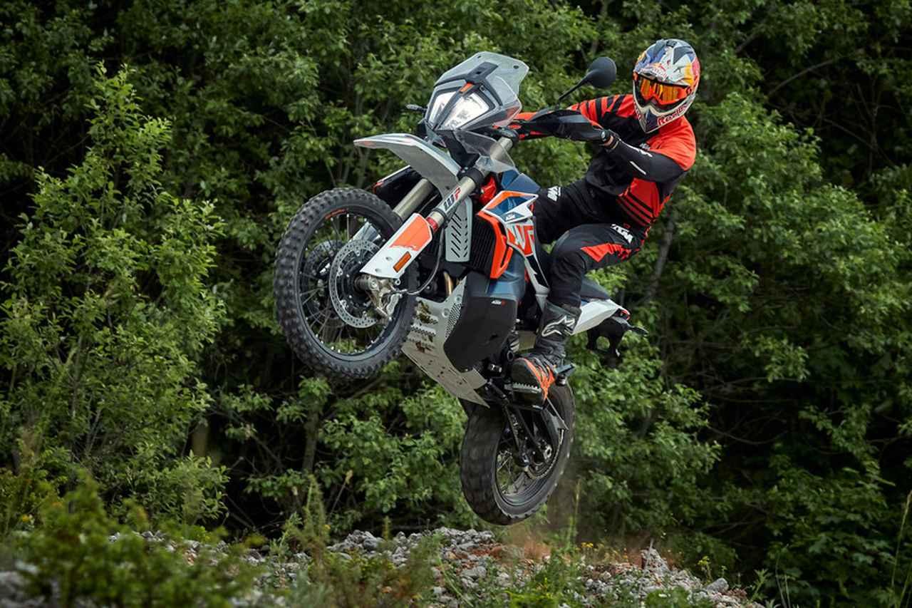 【新車】KTMのミドルアドベンチャーにファクトリーマシンなみの豪華装備を身にまとった「790 ADVENTURE R Rally」が登場!