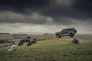 迫力は「007」シリーズ仕込み!  新型「ランドローバー・ディフェンダー」のTVCMが公開