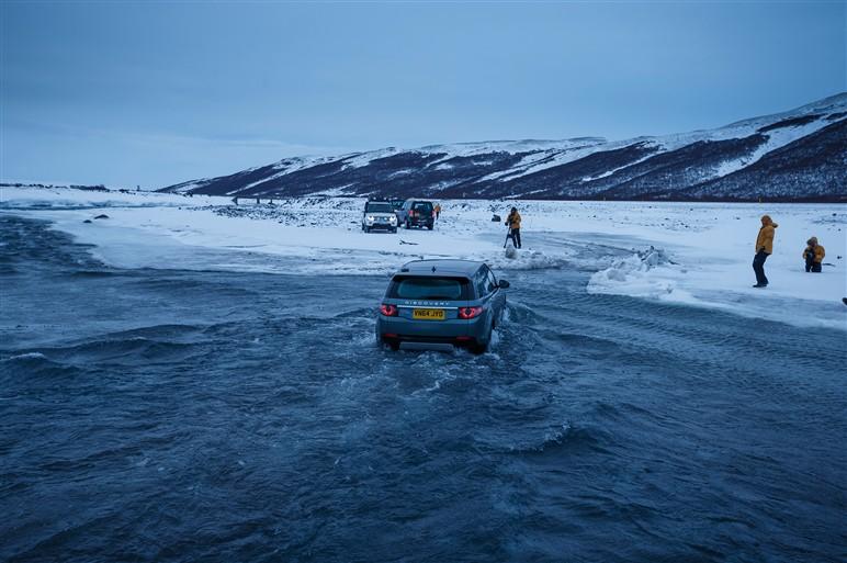 新型ディスカバリー・スポーツにアイスランドで試乗