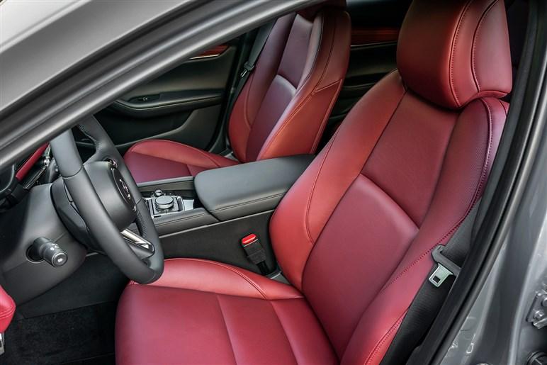 70万円高くてもマツダ3を買うならスカイアクティブXで。スペックは平凡なのに欧州車を凌ぐプレミアムな世界がある