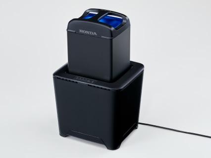 着脱式バッテリーで最大4.2kWを発生する電動スクーター、ホンダ「PCX ELECTRIC」