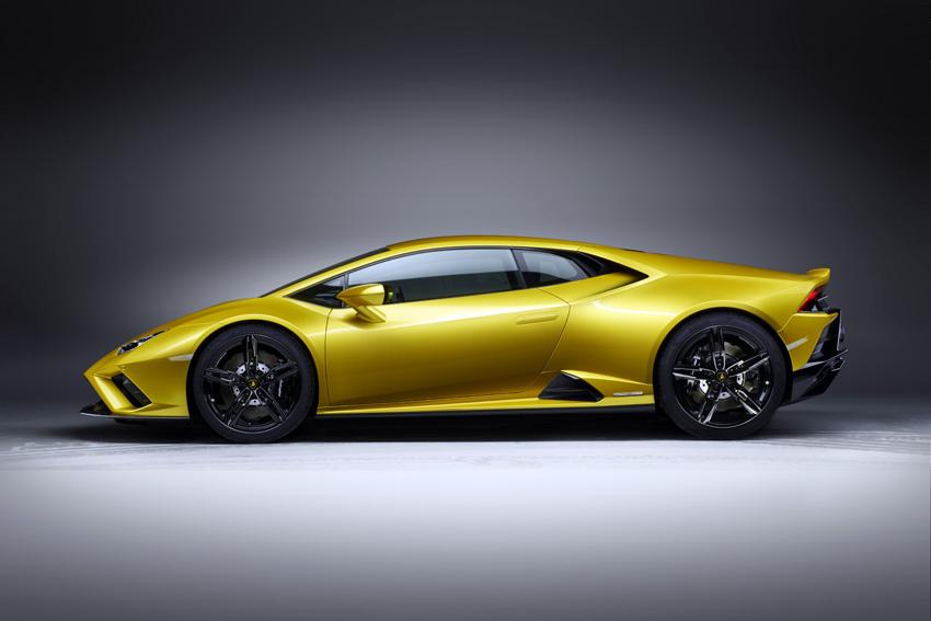 ランボルギーニ 最新スーパーカー「ウラカンEVO RWD」を日本初公開