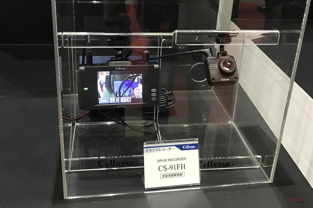 【後方スモークガラス対応】セルスターの前後2カメラ式ドライブレコーダー「CS-91FH」 東京オートサロン