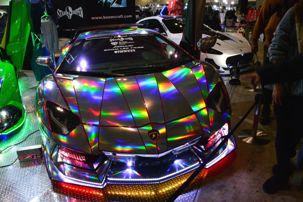 白熱したお姉サ…東京オートサロン2020!豪華絢爛なスーパーカーや落札額1億6千万円超のポルシェなど!